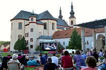 ANI V LETOŠNÍM roce nepřijdou návštěvníci Smetanovy Litomyšle o doprovodný program v Klášterních zahradách.