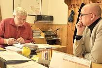 DÍKY!  Poslanec Václav Neubauer osobně navštívil starosty obcí, které přispěly  na koupi auta pro charitu.
