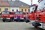 Slavností předání pětadvaceti hasičských aut se uskutečnilo na Palackého náměstí.