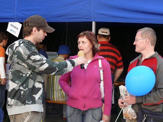 Nájemníci v z Větrné věří, že se dočkají opravy bytů. I manželé Vetrovi roky řeší potíže s morkými zdmi.