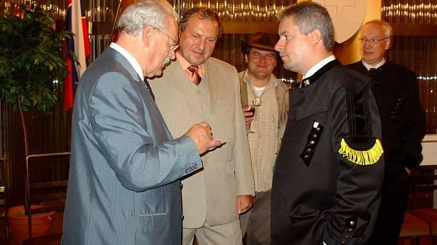 Představitelé Moravské Třebové se o víkendu setkali s prezidentem Slovenské republiky Ivanem Gašparovičem (vlevo).