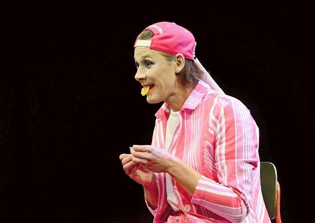CHCETE KONDOM? I tak uvažuje divadelní postava Radima Vizváryho, která překonává tabu a budí velké emoce.