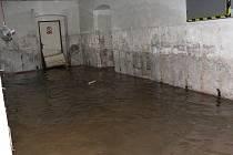 Silný déšť zdvihl hladinu vody, která zaplavila sklepy v Moravské Třebové.