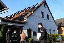 Plameny zachvátily domek v Čisté