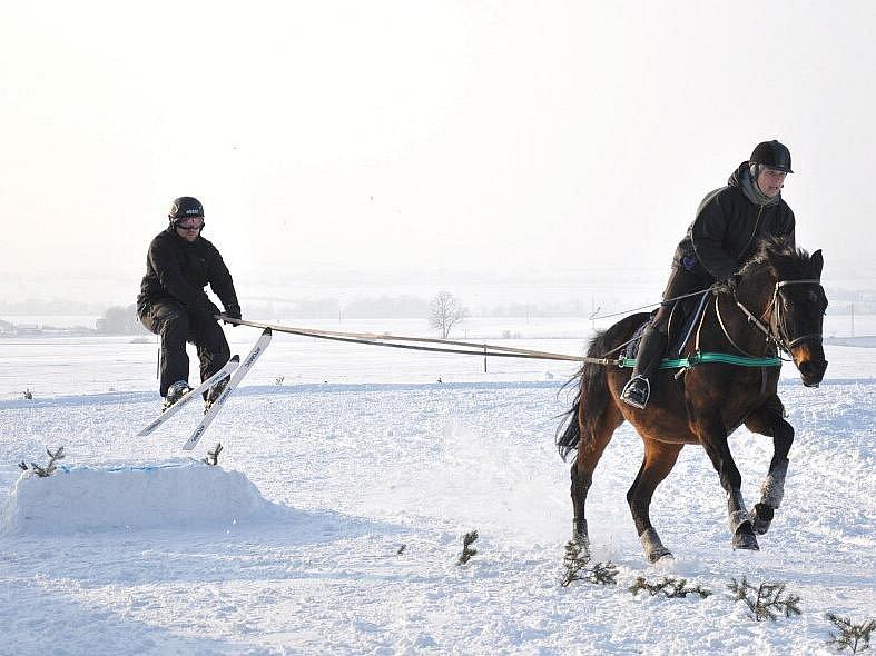 V Janově si dali dostaveníčko vyznavači horseskijöringu.