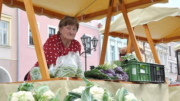 Farmářský trh na náměstí ve Svitavách.