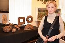 Zuzana Mičková z Moravské Třebové je nejen učitelkou angličtiny. Ve svém volné čase maluje obrazy a také vytváří keramické plastiky. Její díla jsou od soboty k vidění ve svitavském muzeu