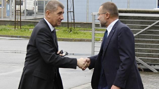 Ministr financí Andrej Babiš (vlevo) se v Poličce setkal také s předsedou Okresní hospodářské komory Otakarem Klepárníkem.