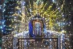 Desítky tisíc žárovek zdobí dům