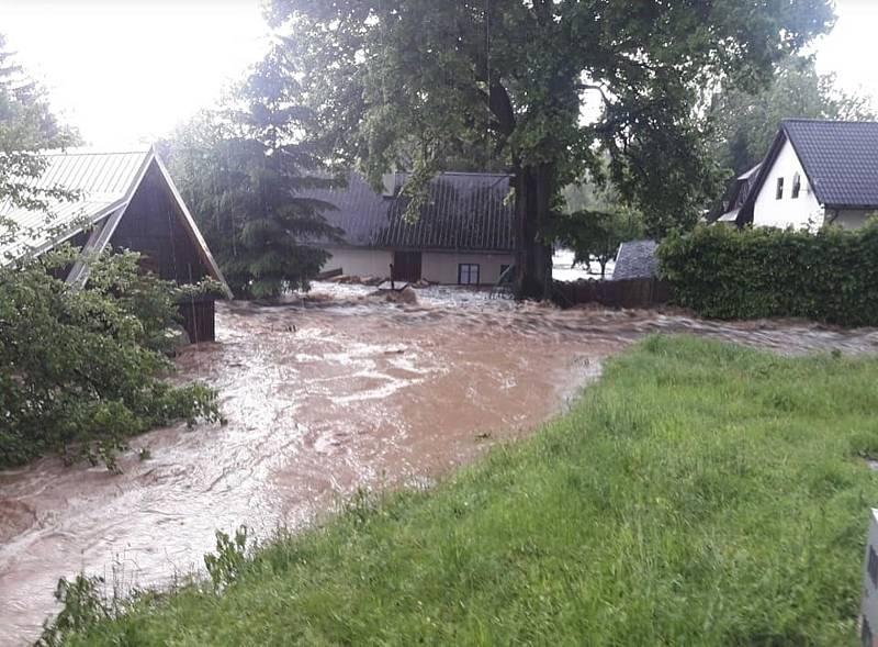 V Pusté Rybné je vytopeno několik domů.