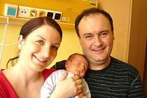 ONDŘEJ FILIP. Chlapec přišel na svět 12. dubna v 10.20 hodin v litomyšlské porodnici. Vážil 3,15 kilogramu a měřil 49 centimetrů. S rodiči Evou a Michalem a čtyřletou sestřičkou Terezkou bude doma v Litomyšli.
