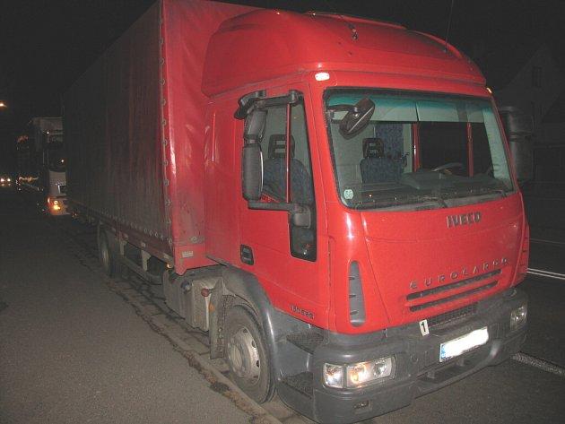 Ke střetu dvou kamionů došlo v pondělí odpoledne na silnici první třídy číslo 35 u Litomyšle