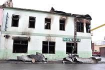 Z hotelu Morava zbylo po požáru ohořelé torzo.