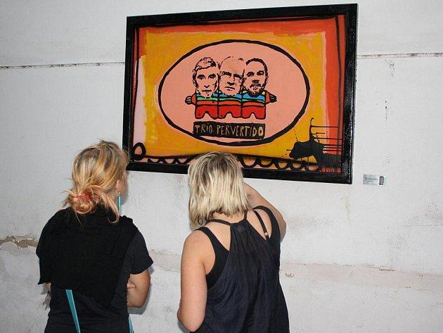 Svitavy mají v ulici Pod Věží ojedinělou venkovní galerii. Obrazy visí na ulici.