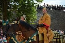 KRÁLOVSKÉ SLAVNOSTI patří k tradiční nabídce hradu Svojanov a zahajují prázdninovou sezonu. Návštěvníky nejvíce zaujal příjezd krále Přemysla Otakara II. s družinou.