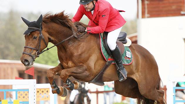 Pro prvenství v nejnáročnější soutěži Květnových jezdeckých závodu v Suché si dojel Jiří Skřivan s Flying Star.