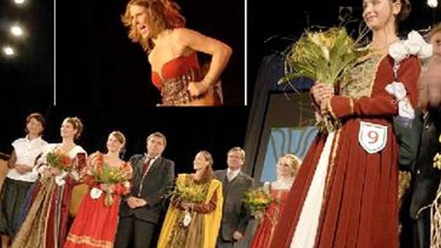 Vendula Scheibová (třetí zleva) se starostou Poličky Jaroslavem Martinů. Během páteční volby Královny věnných měst předvedla Vendula sestavu sportovního aerobiku (snímek nahoře).
