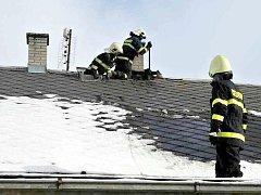 Hasiči zasahovali během jednoho dne u dvou požárů sazí v komíně.