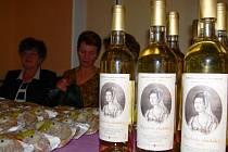 LIMITOVANOU  edici  ryzlinku nabízely  ženy v sobotu na  večeru M. D. Rettigové v Litomyšli.
