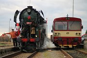 Unikátní lokomotivě 464.202 z roku 1956 dala jméno její zelená barva. V uplynulých dnech vozila děti při mikulášských jízdách na trati Litomyšl Choceň.