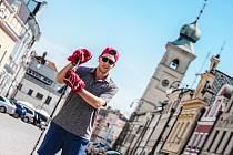 Svoje zkušenosti získané na zámořské štaci teď Jakub Bažant zkusí předat hokejistům ve Smetanově městě.