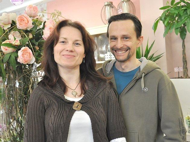 S MANŽELKOU  VĚROU stojí za úspěšnou Květinovou show v Moravské Třebové. Za dva týdny ji vezou také na Slovensko.