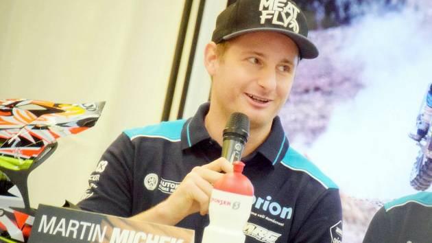 Nová zkušenost. V motokrosu toho Martin Michek dosáhl spoustu. Dálkové soutěže jsou pro něho úplně novou kapitolou.