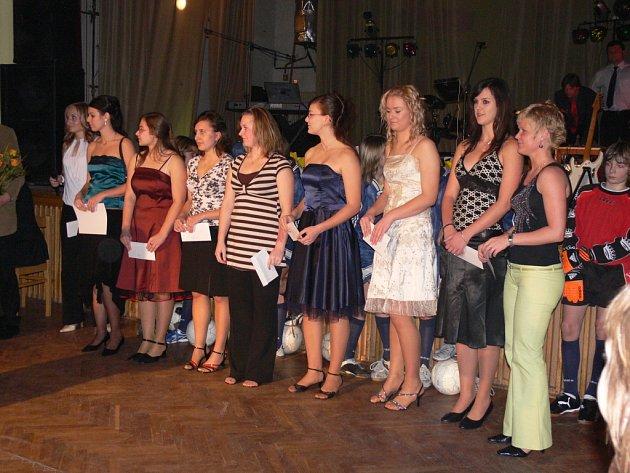 Vyhlášení nejlepších sportovců roku na sokolském plese v Dolním Újezdu.Odborná komise ocenila tým volejbalových juniorek, které hrají první ligu