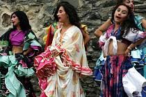 Ilustrační foto: Víkend na hradě Svojanov patřil mezinárodnímu romskému festivalu Gypsy Celebration, kterého se  účastnily také děti z letního tábora.