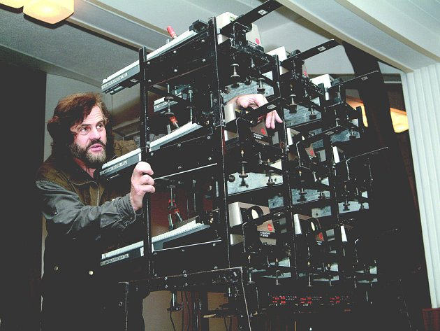 Leoš Šimánek u projektoru