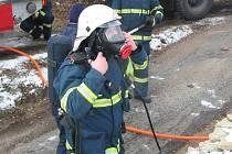 V pondělí po poledni vyjeli hasiči k požáru částečně roubené rekreační chaty v Desné.