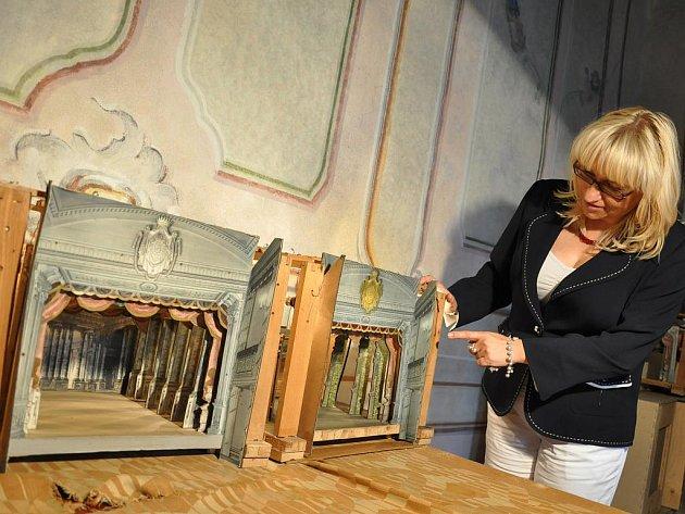 Poprvé budou na zámku v Litomyšli k vidění i malé modely divadelních scén Josefa Platzera.