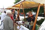 Čerstvé ovoce, zeleninu i sýry koupíte na farmářských trzích na náměstí