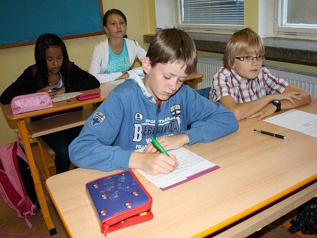 Studenti svitavského gymnázia se ve čtvrtek seznámili se školou.