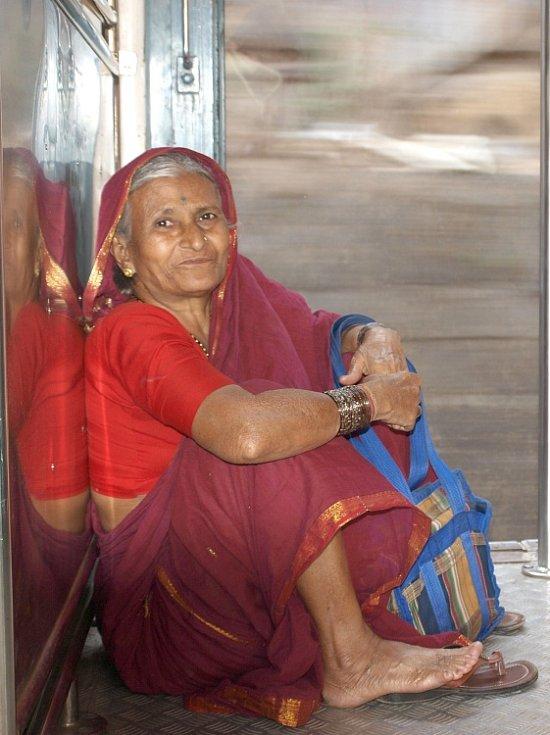 Klára Večeřová se spolužačkou Andreou Blažkovou poznávají běžný život v Indii. Setkávají se i s nejchudšími lidmi.