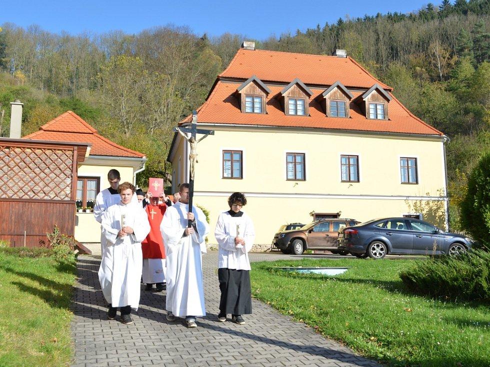 Památník obětem padlým ve Velké válce odhalili 28. října ve Svojanově. Posvětil jej královéhradecký biskup Jan Vokál, který také celebroval mši svatou.