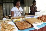 Den pro Afriku. Afričané oslavili v Policče svůj den. Zahráli si fotbal s vrstevníky ze Svitavska. Ženy pletly dívkám půvabné účesy. Návštěvníkům nabízely také speciality africké kuchyně.