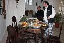 Vánoční výzdoba nechyběla ani na hradě Svojanov. Při pohledu na sváteční stůl se návštěvníkům sbíhaly sliny. Na stolech nebyly atrapy, ale skutečné pochoutky.