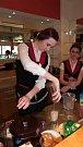 Kolik toho umíš, tolikrát jsi člověkem. Deváťáci si ověřili, jak by zvládali barmanskou i kuchařskou práci.