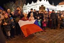 Při oslavách v Litomyšli bylo odhaleno náměstí Václava Havla. Na slavnosti se sešlo asi 500 lidí, někteří s vlajkami... Program pokračoval dole na náměstí u sochy Bedřicha Smetany, kde zazněla česká hymna a Modlitba pro Martu...