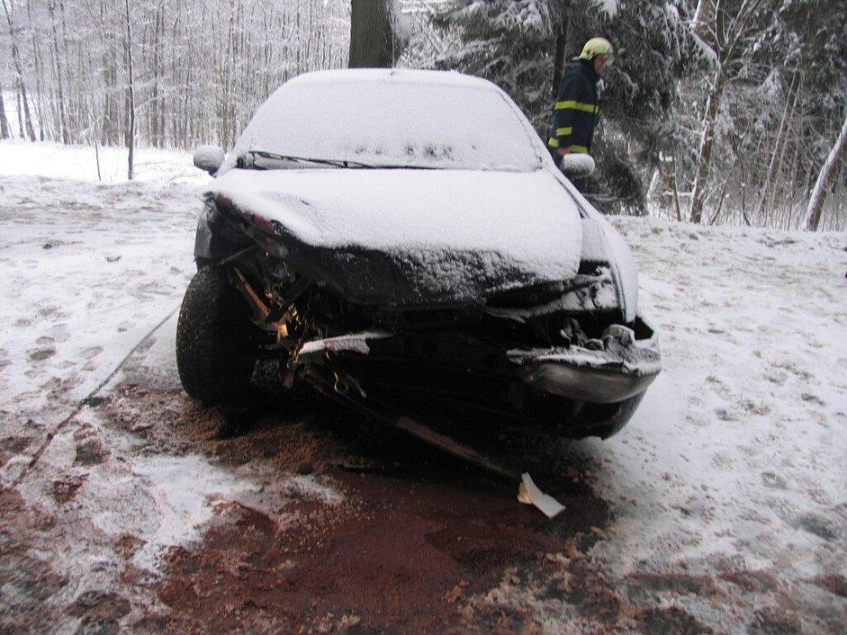 Nehoda na silnici z Bystrého na Jedlovou.