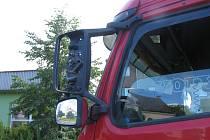 Nehoda dvou nákladních automobilů. Škoda na vozidlech je patnáct tisíc korun.