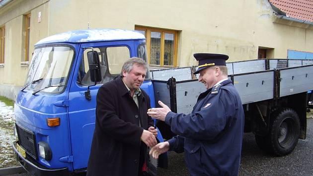 Avie je novým vozem jevíčských hasičů.