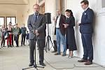 Desítky lidí se přišly podívat na zahájení výstavy na litomyšlský zámek.
