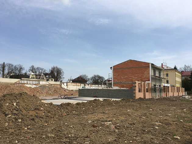 Rezidence Tabačka. Na pozemku po někdejší tabákové továrně vyrůstá nová zástavba.