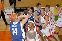 Ani jednou během čtyřiceti minut nepustili svitavští basketbalisté  západočeské protivníky do vedení. I když to v prvním poločase několikrát vypadalo, že se hosté už už chystají převzít otěže střetnutí do svých rukou, domácí jim to nedovolili.