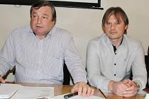 Končící předseda VV OFS Svitavy Antonín Kadlec (vlevo) a jeho nástupce v nejvyšší funkci Jindřich Novotný.