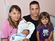 MICHAL KAPRAS. Narodil se 10. července Tereze a Michalovi z Poličky. Měřil 49 centimetrů a vážil 3,25 kilogramu. Má sestru Veroniku.