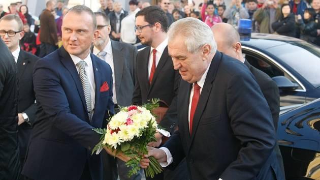 Prezident Miloš Zeman v poslední den svého turné po Pardubickém kraji zajel do Svitav. Jeho návštěvu v regionu provázel mimořádný zájem.