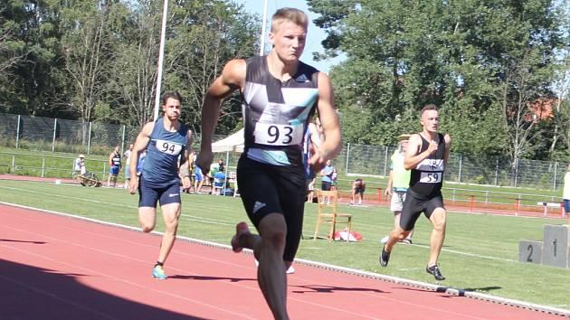 Dominik Záleský z Dukly Praha zaběhl vloni nejrychlejší stovku v historii litomyšlského stadionu (10,33).